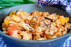 Havs- paella i småfiskpannan Royaltyfria Bilder