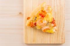 Havs- pizza på träbakgrund Royaltyfri Bild
