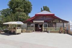 Havs- restaurangkrogfregatt på den Gorky invallningen i resen royaltyfri bild