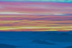 Havsdimma och berg Fotografering för Bildbyråer