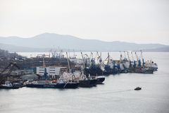 Havsfasad i huvudstaden av Faret East, staden av Vladivostok arkivfoton