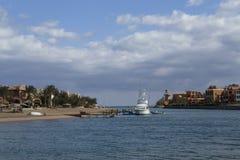 Havsfjärd med yachter i semesterorten Royaltyfri Foto