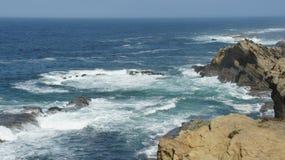 Havsikt från klippor av Hwy 101 i Oregon Arkivbilder