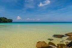 Havsikt från Sai Daeng Beach på Koh Kood, Thailand Royaltyfri Bild