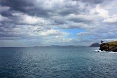Havsikt i regnig dag royaltyfri fotografi