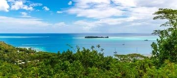 Havsikt på ön av Bora Bora Royaltyfri Foto
