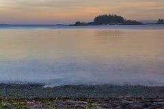 Havsikten från halspunkt parkerar i Nanaimo på solnedgången, Vancouver Fotografering för Bildbyråer