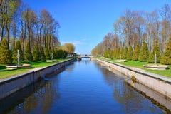 Havskanal i Peterhof, St Petersburg, Ryssland Royaltyfri Bild