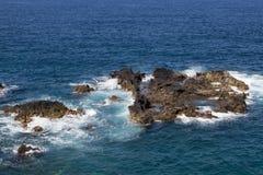 Havsklippa i Los Cancajos arkivbilder