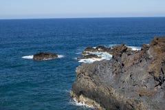Havsklippa i Los Cancajos royaltyfri fotografi