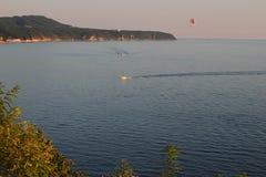 Havskust i ljuset för sen eftermiddag Royaltyfri Fotografi