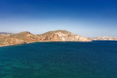 Havskust med kullar Royaltyfria Bilder