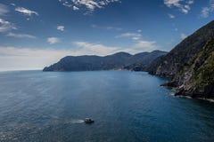 Havskust på Cinque Terre, Italien Fotografering för Bildbyråer