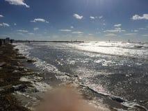 Havskust på skymning Arkivbild
