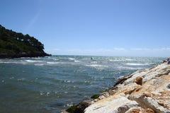 havslandskap av Formia Arkivfoton
