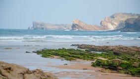 Havslandskap i norden av Spanien royaltyfri foto