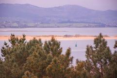 Havslandskap i norden av Spanien arkivfoton