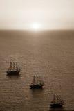 Havslandskap med en solnedgång av sepiafärg Arkivbild
