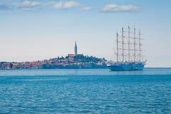 Havslandskap med ett skepp Royaltyfri Foto
