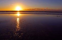 Havsolnedgång på den Stillahavs- stranden av San Diego Arkivbild