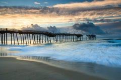 Havsoluppgång Frisco Pier North Carolina Hatteras Royaltyfria Foton