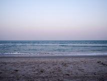 Havssand och himmel Arkivbild