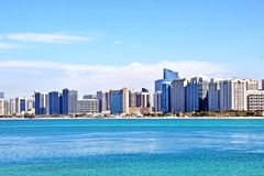 Havssikt av staden Abu Dhabi arkivfoto