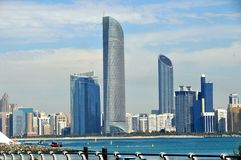 Havssikt av staden Abu Dhabi Royaltyfri Fotografi