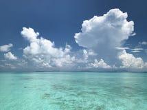Havssikt för solig dag Arkivfoton