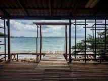 Havssikt från en stuga på Koh Talu, Thailand Royaltyfri Bild
