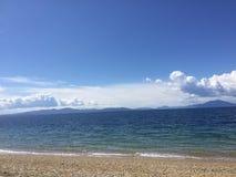 Havssikt från stranden Arkivfoto