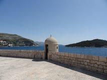Havssikt från väggarna av Dubrovnik Arkivbild