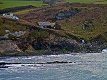 Havssikt som ser över havet från den blåa lagun Västra Wales UK royaltyfri fotografi