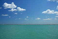 havssky arkivfoton