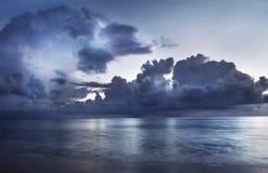 havssolnedgång Arkivfoto