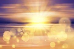 Havssolnedgång med den ljusa solen Arkivfoton