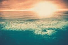 Havssolnedgången fördunklar seascapeplats Arkivfoto