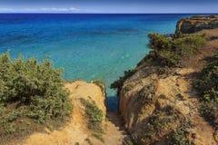 havstrappa till Den mest härliga kusten av Apulia: Torre Sant ` Andrea, Otranto, ITALIEN Lecce arkivfoton