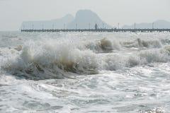 Havsvåg på en blåsig dag. Royaltyfri Foto