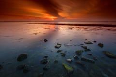 Havsvågbrytaresolnedgång i lång exponering Royaltyfri Fotografi