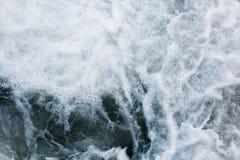 Havsvågor som rasar och plaskar, abstrakt aquabakgrund Fotografering för Bildbyråer