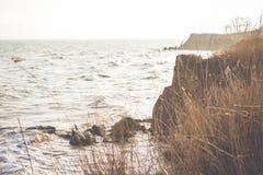 Havsvågskum på vaggakusten Royaltyfria Foton