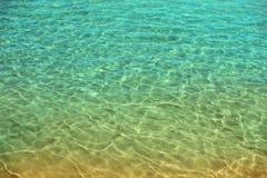 Havsvatten och sand på havsstranden Abstrakt textur med kopieringsutrymme för din text Sommar, ferie och loppbegrepp Arkivfoto