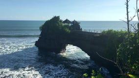 Havtempel Bali indonesia Pura Tanah Lot, video f?r l?ngd i fot r?knat 4k lager videofilmer