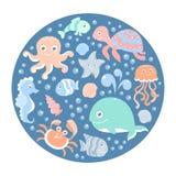 Havuppsättningen med gulliga havsdjur på rundar det blåa kortet Fotografering för Bildbyråer