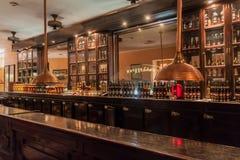 HAWAŃSKI, KUBA, FEB - 23, 2016: Hawański klubu bar w Museo Del Ron Rum muzeum w Hawańskim obrazy royalty free
