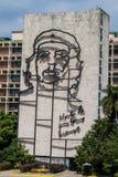 HAWAŃSKI, KUBA, FEB - 21, 2016: Portret Che Guevara na minister spraw wewnętrznych na Placu De Los angeles Revolucion obrazy royalty free