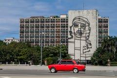 HAWAŃSKI, KUBA, FEB - 21, 2016: Portret Che Guevara na minister spraw wewnętrznych na Placu De Los angeles Revolucion zdjęcie royalty free