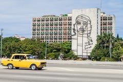 HAWAŃSKI, KUBA, FEB - 21, 2016: Portret Che Guevara na minister spraw wewnętrznych na Placu De Los angeles Revolucion zdjęcie stock