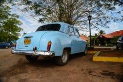 HAWAŃSKI, KUBA, GRUDZIEŃ - 6, 2014 Klasyczny Amerykański parking samochodowy na str Zdjęcia Stock